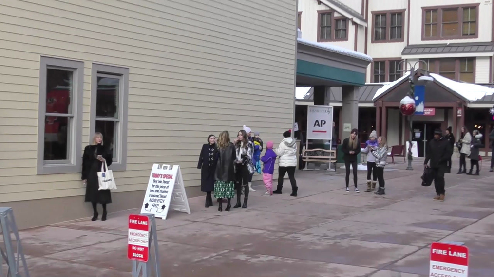 Maddie Hasson, Liana Liberato and Dianna Agron on Main Street at Sundance Film Festival in Park City.mp4
