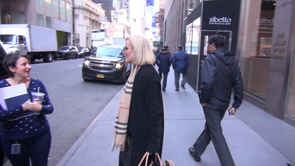 Jenny McCarthy leaves SiriusXM Satellite Radio in New York City.mp4