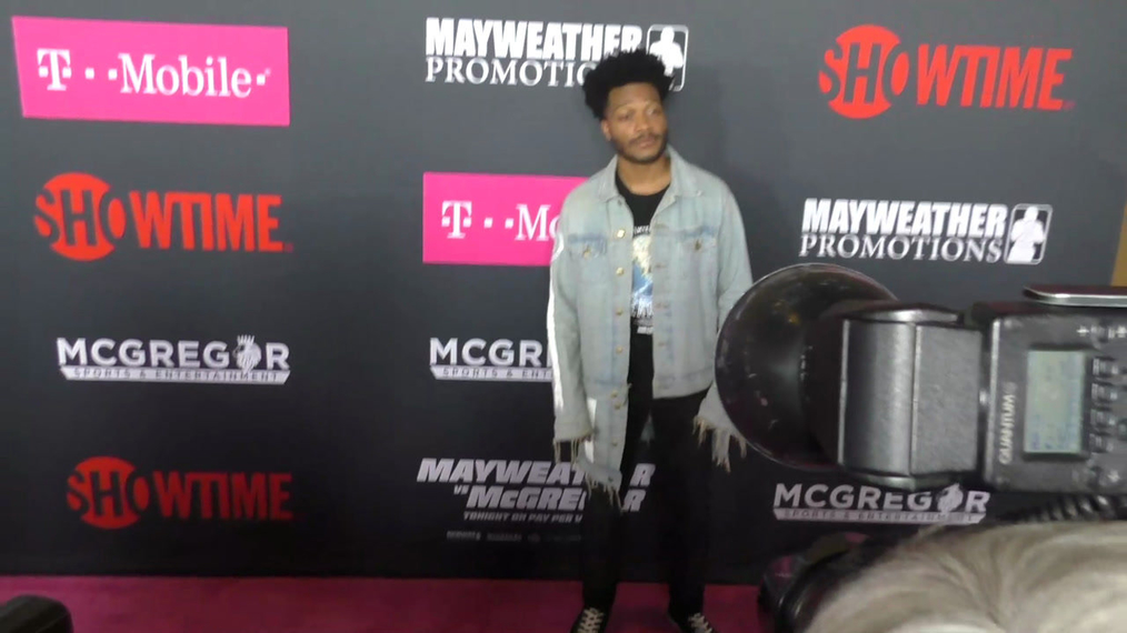 Jermaine Fowler arriving to the VIP Pre-Fight Party Arrivals on the T-Mobile Magenta Carpet For 'Mayweather VS McGregor at TMobile Arena in Las Vegas.mp4