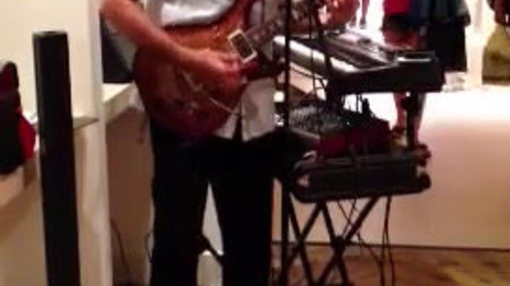 Electric Guitarist R..mp4