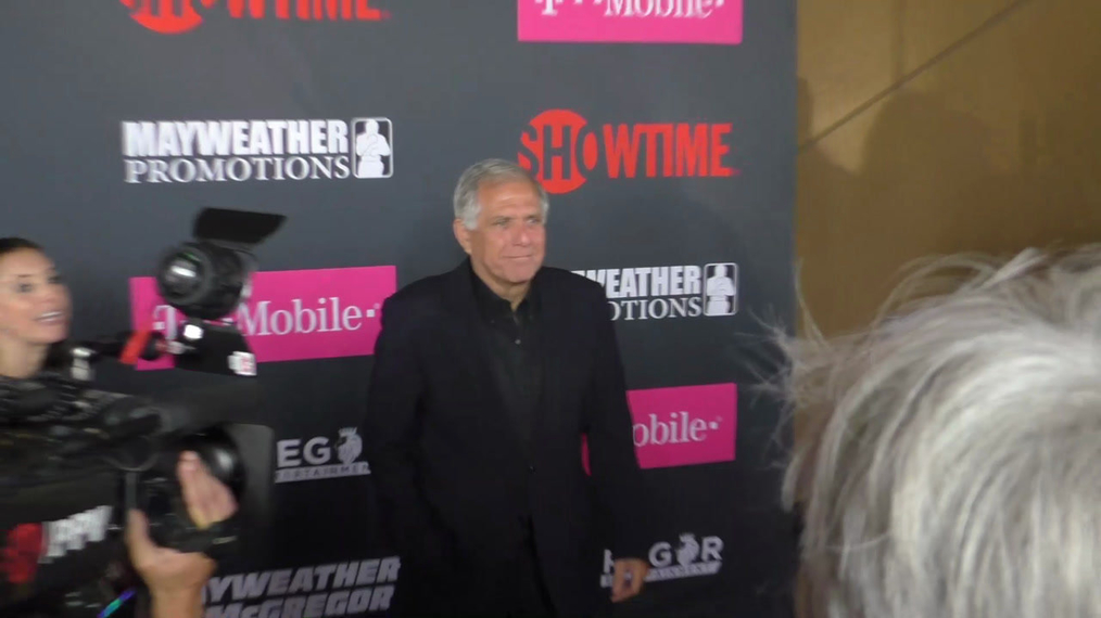 Leslie Moonves arriving to the VIP Pre-Fight Party Arrivals on the T-Mobile Magenta Carpet For 'Mayweather VS McGregor at TMobile Arena in Las Vegas.mp4