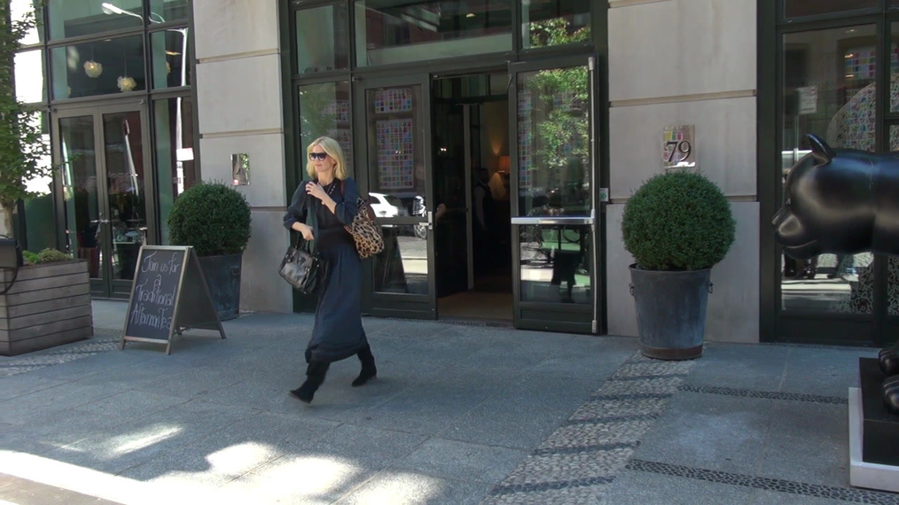 Claudia Schiffer leaving her hotel in New York.mp4