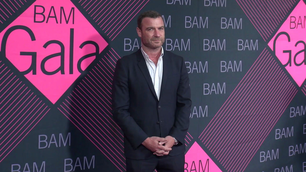 Liev Schreiber attends the BAM Gala 2018 at Brooklyn Cruise Terminal in New York.mp4