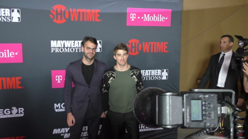 The Chain Smokers arriving to the VIP Pre-Fight Party Arrivals on the T-Mobile Magenta Carpet For 'Mayweather VS McGregor at TMobile Arena in Las Vegas.mp4