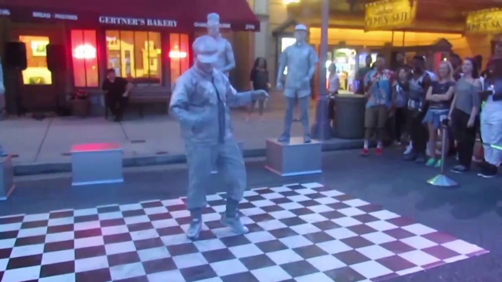 Living Statue Break Dance Show.mp4